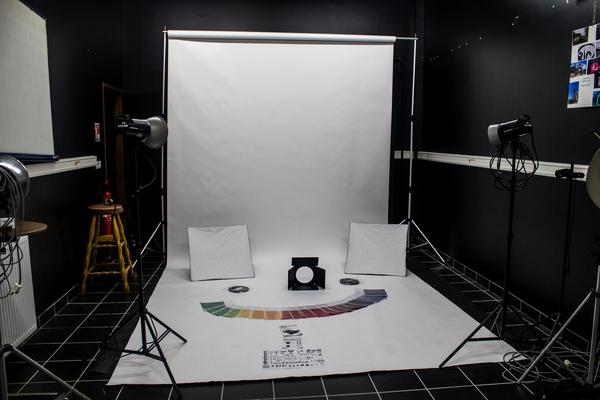 studio + fond blanc